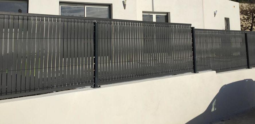Quelle est la taille requise pour une clôture haute ?